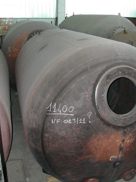 camion cisternă combustibil