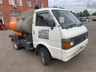 camion cisternă combustibil NISSAN vanette