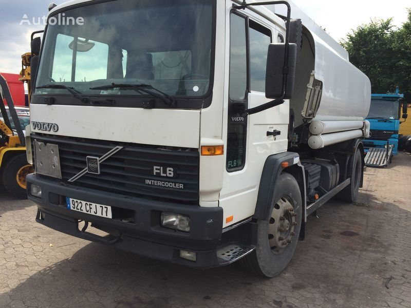 VOLVO FL619 camion cisternă combustibil