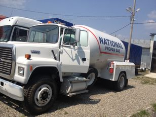 camion cisternă pentru transport GPL FORD l8000
