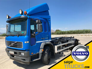 camion cu cârlig VOLVO FL 220