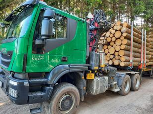 camion transport de lemne IVECO TRAKKER