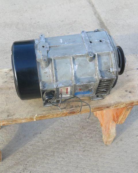 Karier. Carrier Generator holodilnoy ustanovki Karier.Carrier alternator pentru Carrier semiremorcă