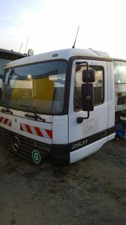 MERCEDES-BENZ cabină pentru MERCEDES-BENZ Actros Budowlana dzienna 11500 zl camion
