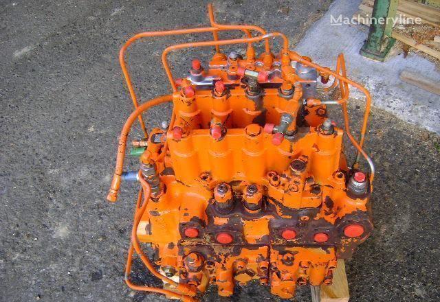 FIAT-HITACHI Distributor distribuitor hidraulic pentru FIAT-HITACHI EX 235 excavator