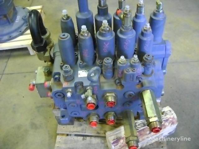 distribuitor hidraulic pentru NEW HOLLAND E 385 excavator