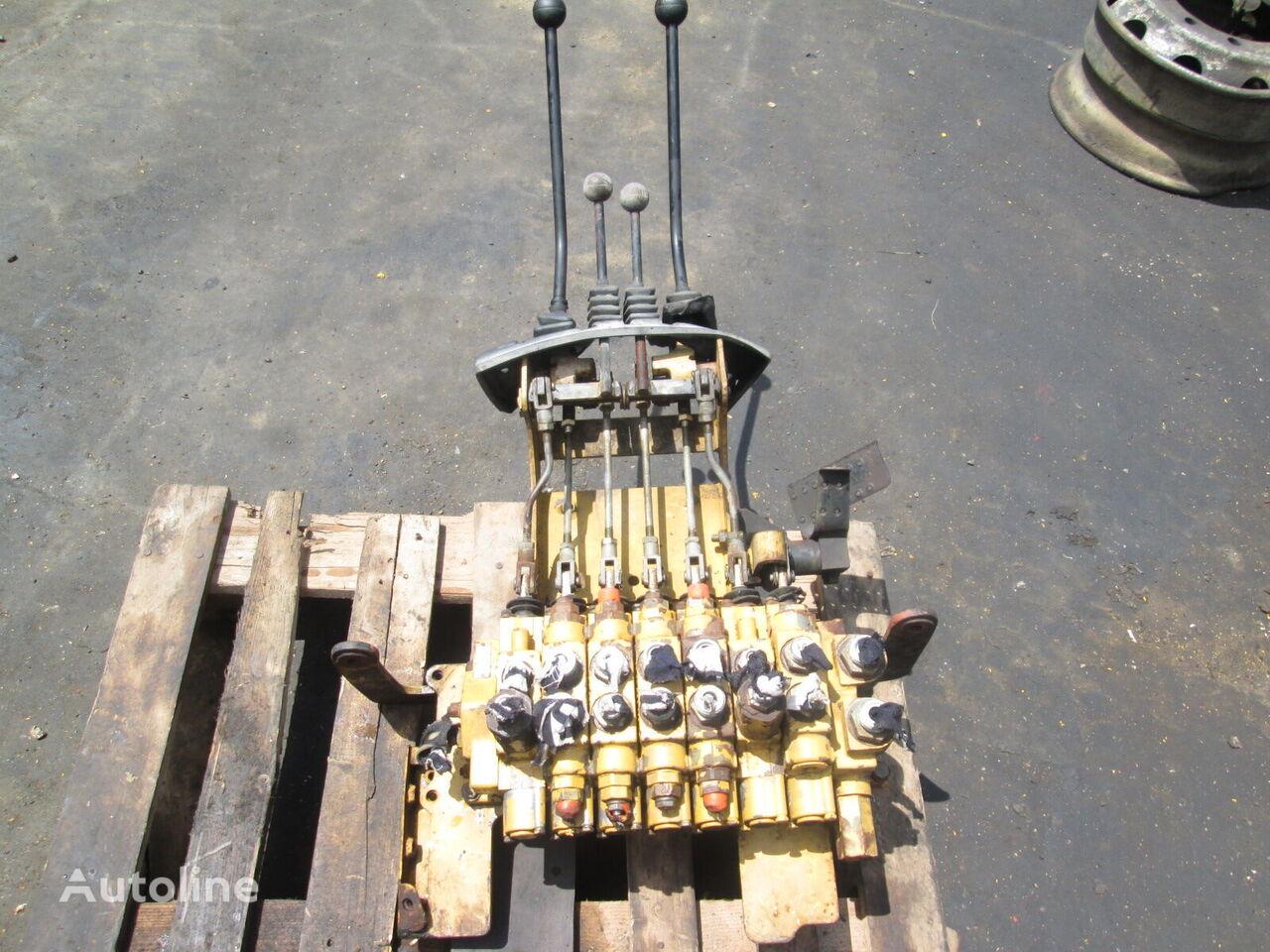 distribuitor hidraulic (rear) pentru buldoexcavator CATERPILLAR 428C