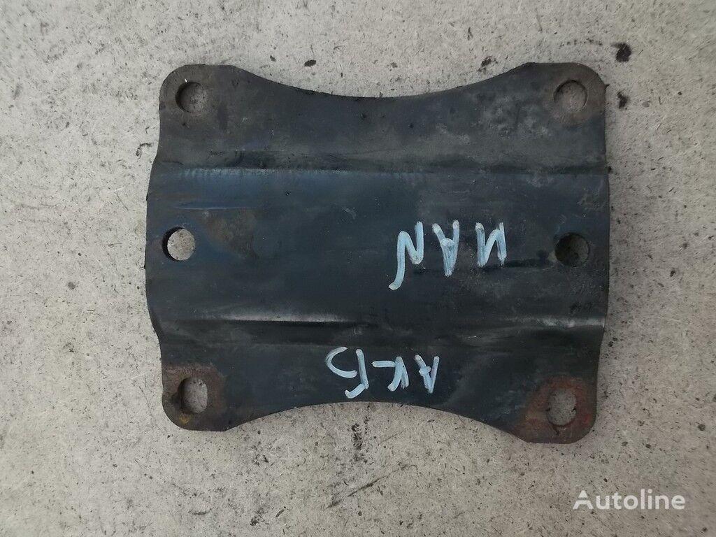 Promezhutochnyy derzhatel akkumulyatornogo yashchika MAN element de fixare pentru camion