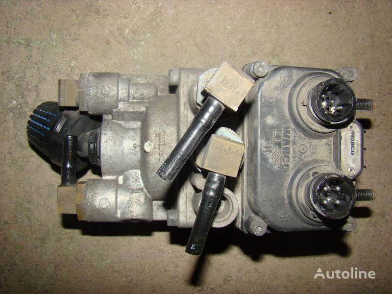 DAF 105XF foot brake valve 1455027 macara pentru DAF 105XF autotractor