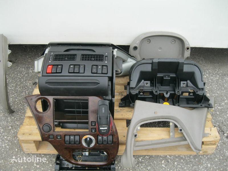 panou cu dispozitive pentru DAF XF 105 autotractor