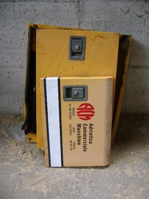 Cofani piese de schimb pentru LIEBHERR 902 excavator