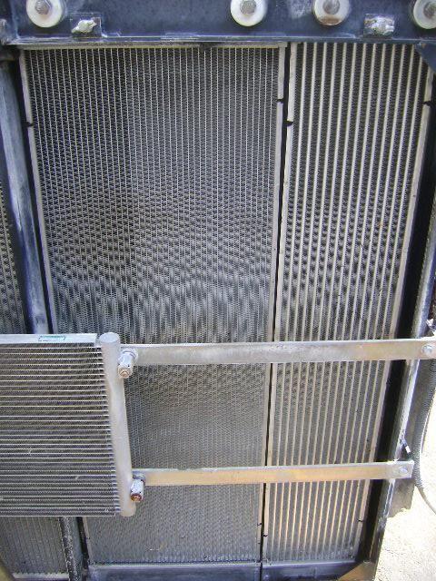 NEW HOLLAND radiator de racire pentru motoare pentru NEW HOLLAND E 385 B excavator