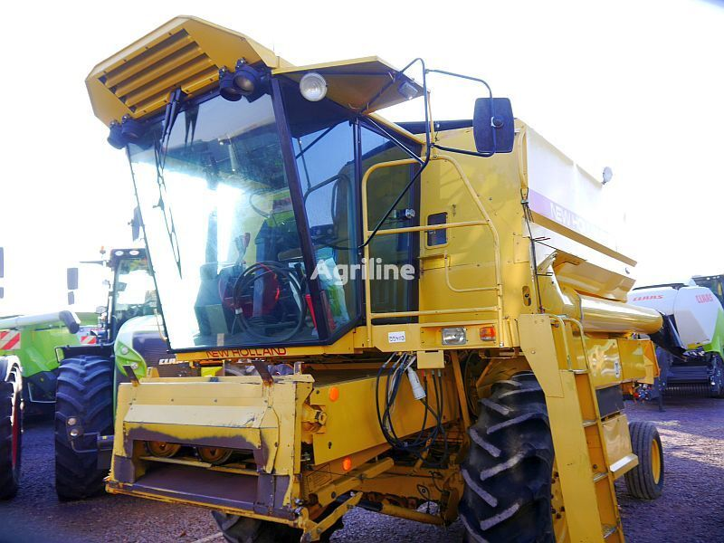 combină NEW HOLLAND TX32