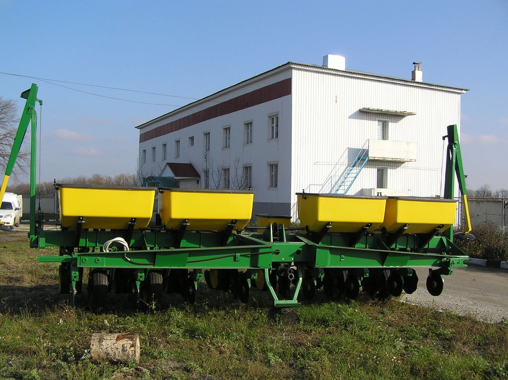 JOHN DEERE 7000 8 ryadnaya semănătoare de precizie mecanică