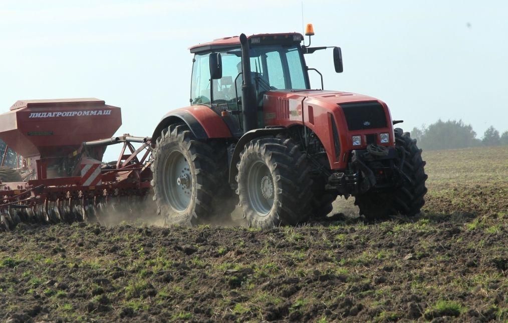 tractor cu roţi MTZ 3022