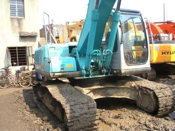 KOBELCO SK200-6E excavator pe şenile