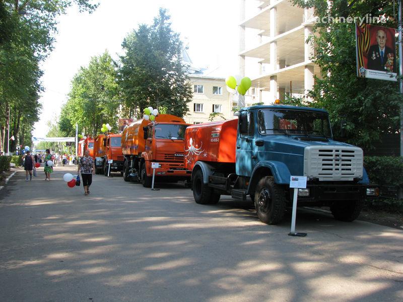 ZIL Kanalopromyvochnaya mashina KO-502D maşină de desfundat canale