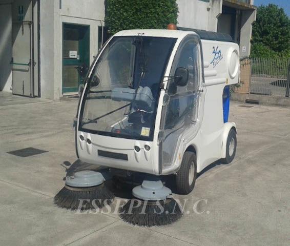 UCM-UNIECO 360 ELECTRIC maşina de măturat stradă